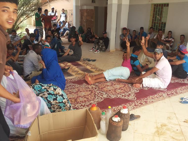 طلبة تاكونيت يدخلون في اعتصام مفتوح بالجماعة القروية للمطالبة بحقهم في سندات النقل