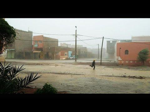 أمطار قليلة تغرق شوارع تغبالت بإقليم زاكورة