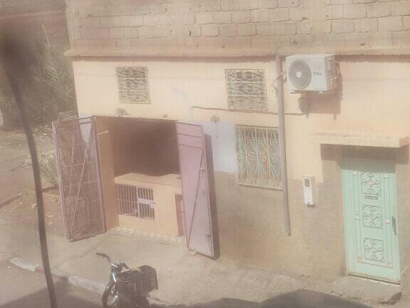 مهاجر يطالب برفع الضرر عن عائلته بحي مولاي رشيد بزاكورة من بائع للدجاج بدون رخصة