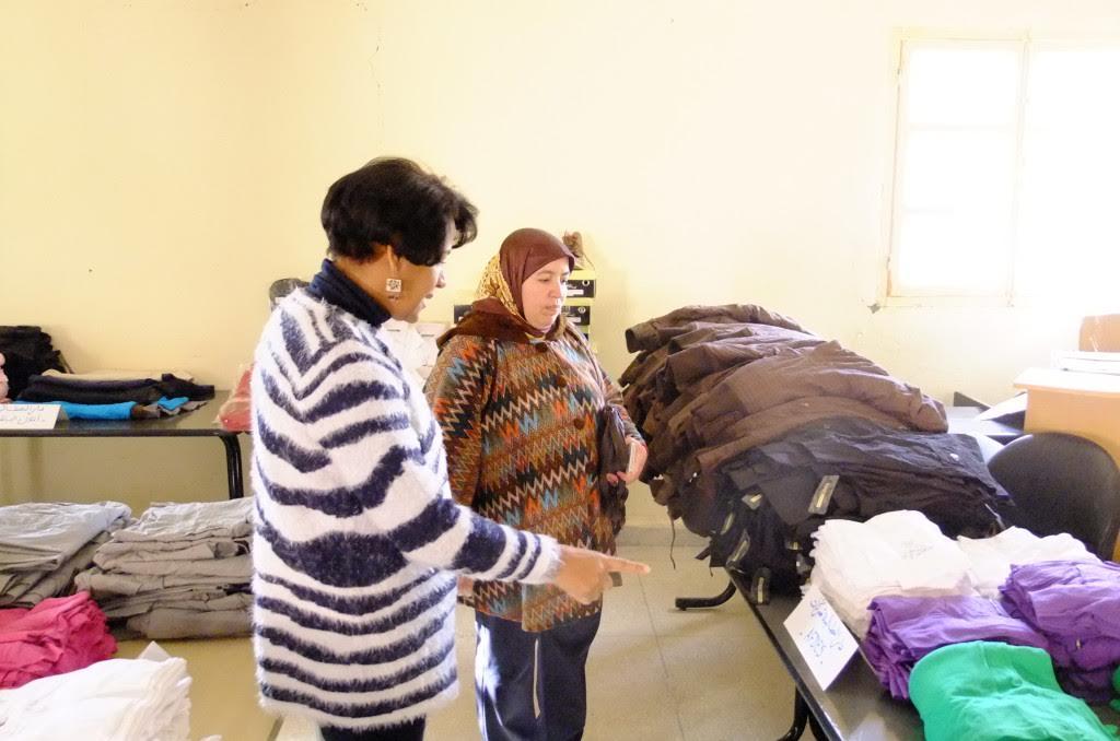 """الجمعية الخيرية دار الطالب بني زولي """" توزع ملابس على تلاميذ و تلميذات مؤسسات للرعاية الاجتماعية بالاقليم"""