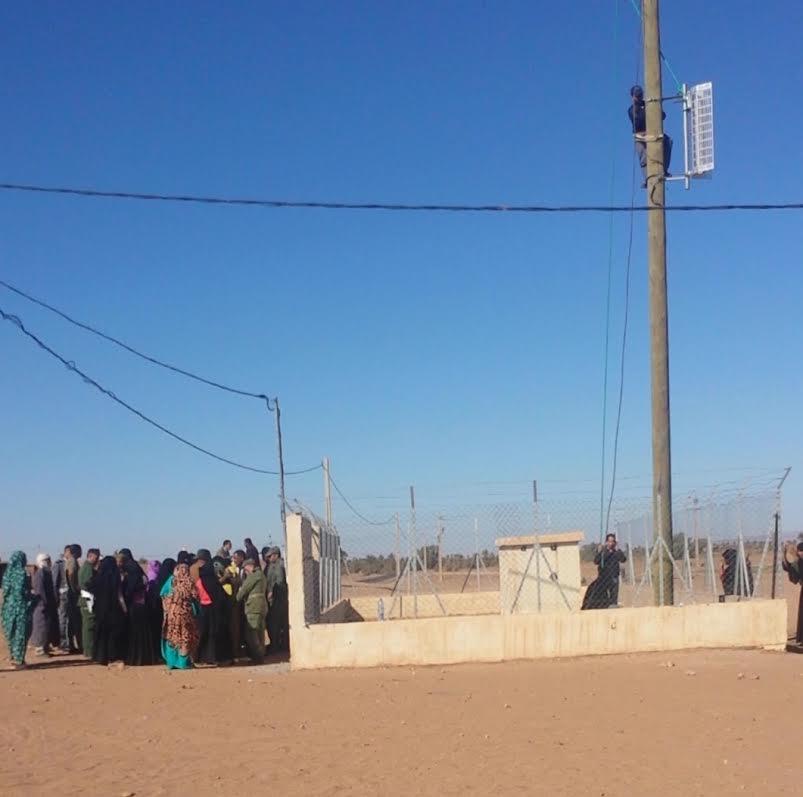 """ساكنة """"قصر قابو"""" تعرقل مشروعا لاتصالات المغرب بدوار الركابي وتخرب ممتلكاتها"""
