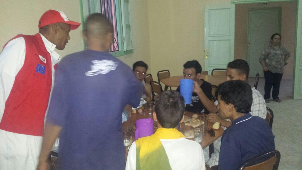 تازارين: الهلال الأحمر ينظم عملية إفطار الصائم لفائدة تلاميذ دار الطالب