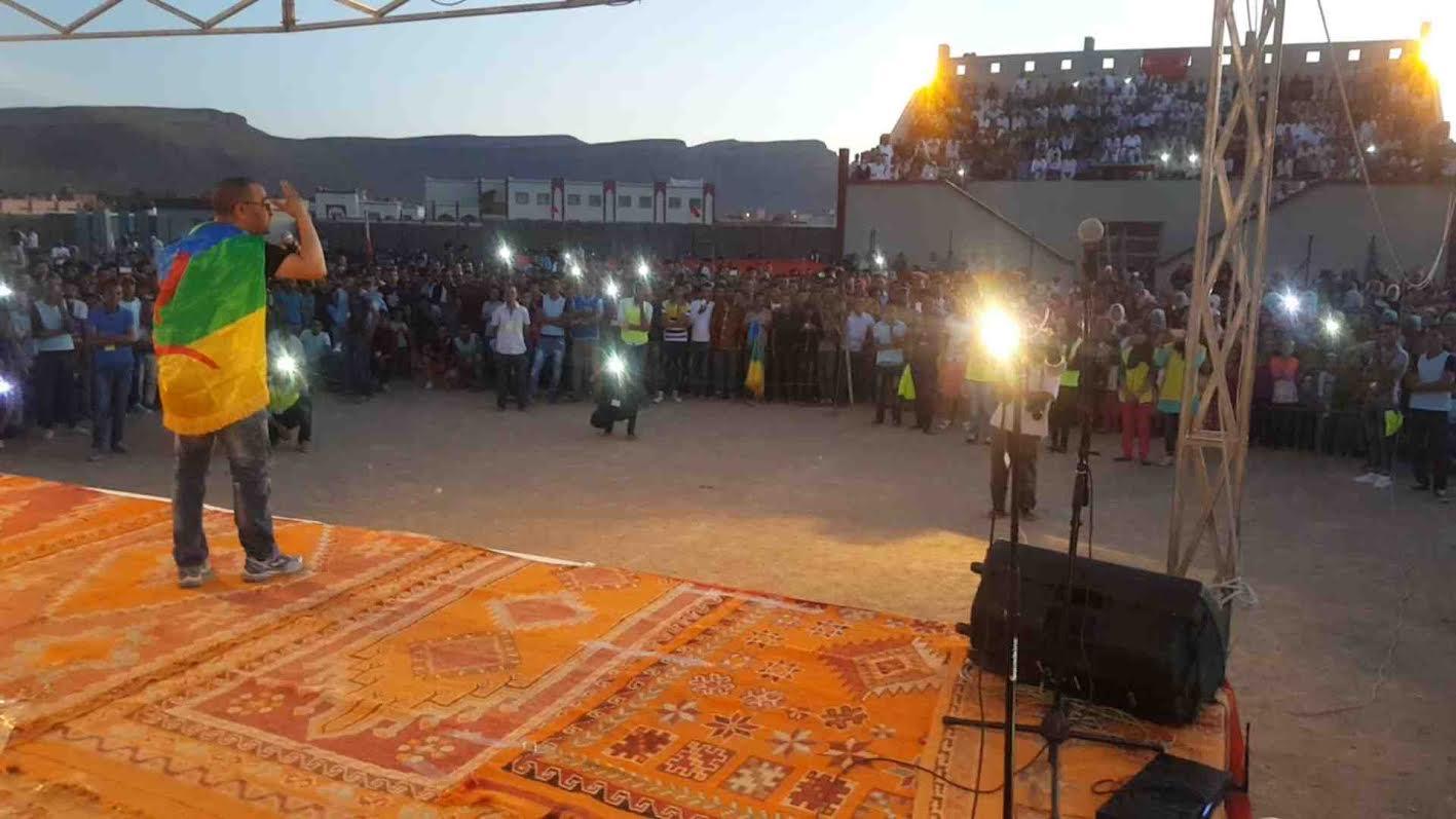 الفنان الأمازيغي رشيد أسلال يلهب جمهور منصة ايت ولال في أمسية دوري الدواوير