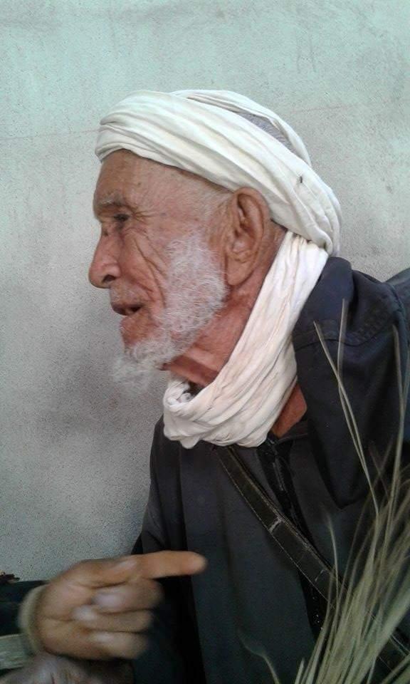 """""""محمد حسو"""" من ساكنة المغرب المنسي ومن قدماء الفدائين وجيش التحرير لازال يقاوم الشيخوخة من أجل لقمة العيش"""