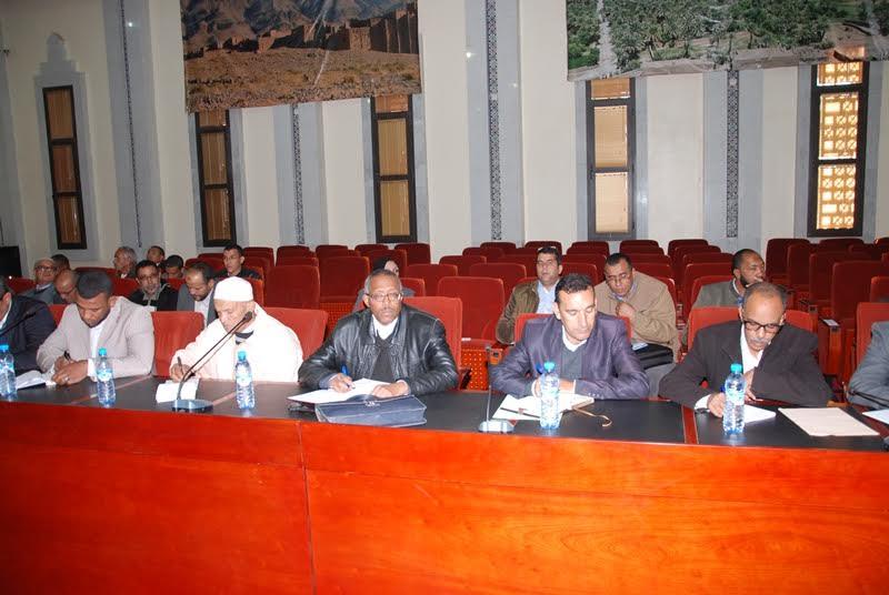 يوم دراسي حول دور التخطيط في انجاز برنامج تنمية الاقليم جمع العامل برؤساء الجماعات وبرلمانيي زاكورة-2