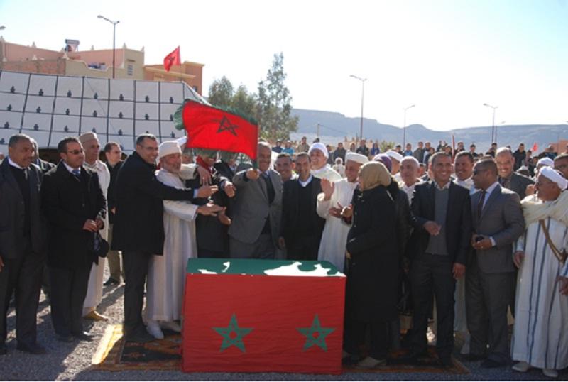 إعطاء انطلاقة اشغال بناء الطريق الاقليمية 21 15 الرابطة بين جماعتي النقوب باقليم زاكورة واكنيون بإقليم تنغير
