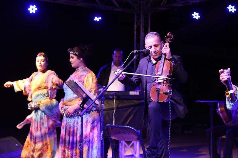 """الفنان الأمازيغي """" أحوزار"""" يلهب حماس جمهور زاكورة في ملتقى """"تاورسا"""""""