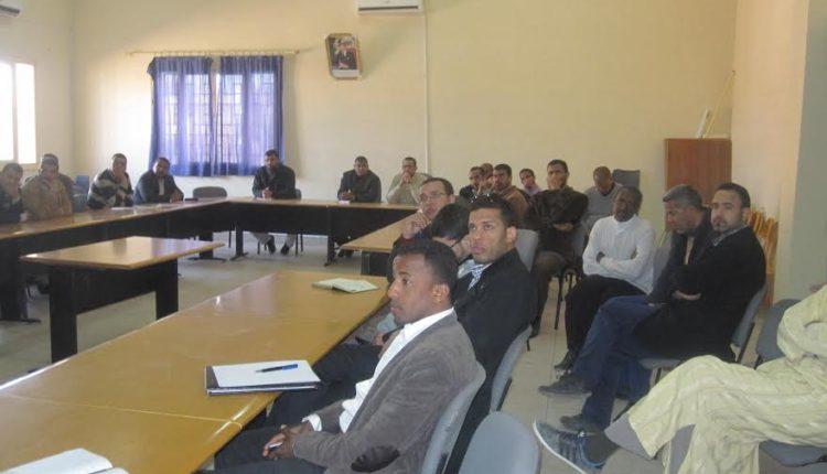 العاملون بمقر المديرية الإقليمية بزاكورة في أولى اللقاءات التواصلية لتنزيل المشاريع المندمجة للإصلاح