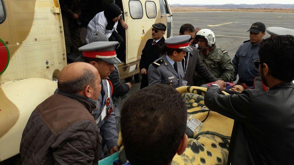 فريق طبي تابع للمركز الاستشفائي الإقليمي بورزازات يتمكن من إنقاذ أم وجنينها بدوار إشباكن بواسطة مروحية تابعة للقوات المسلحة الملكية