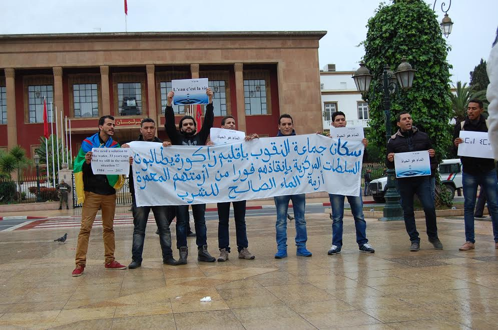 أزمة الماء الشروب تدفع سكان جماعة النقوب بزاكورة للاحتجاج أمام البرلمان