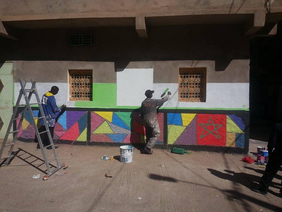 الوسطاء الإيكولوجيون بحي درعة  يحوّلون أزقته إلى لوحات فنية