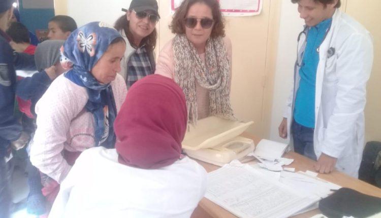 """في إطار برنامج """" رعاية """" قافلة طبية تحط الرحال بإقليم شيشاوة…. +صور"""