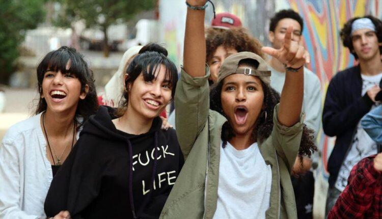 """مغنيون شباب يتألقون في حفل موسيقي حول فيلم """"علي صوتك"""" لنبيل عيوش"""